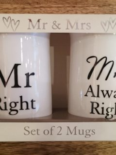 "Set of 2 Mugs: ""Mr Right"" and ""Mrs always right"""