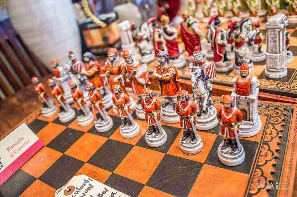 handcrafted-Italian-Nigir-chess-set