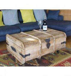 Light mango wood trunk / coffee tabble / blanket box on wheels